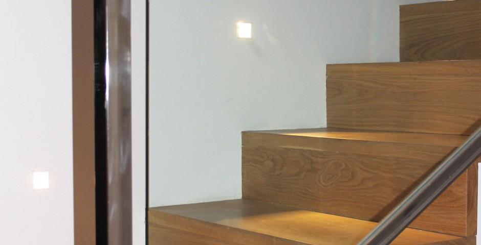 Detalle diseño escalera y barandilla.